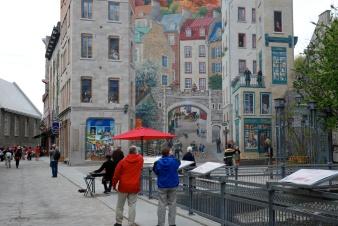 Louis & Andy looking at mural, Ville de Québec