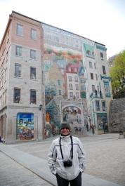 Me in front of mural, Ville de Québec