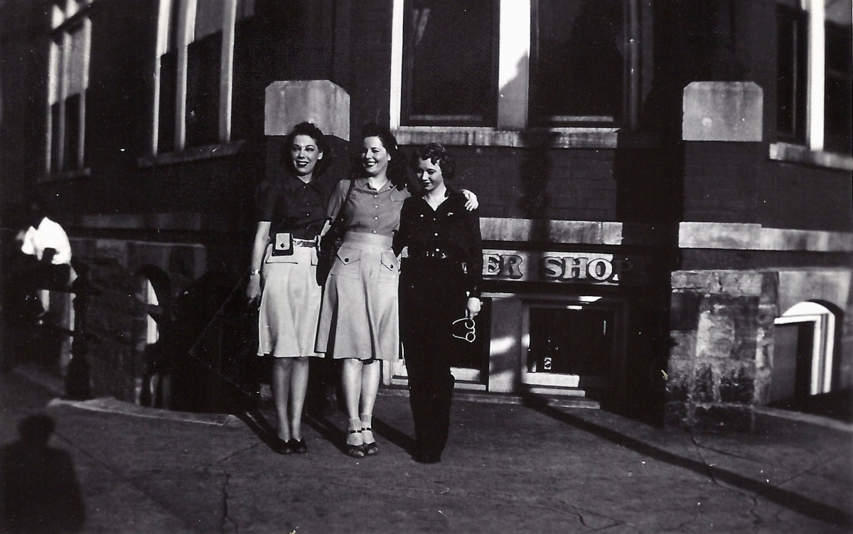 Grandma in middle | J. M. Shafer Staff Photographer Altoona Mirror